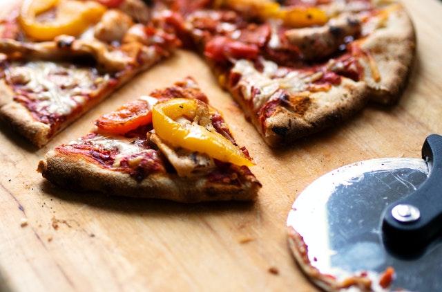 Giù le mani dalla pizza napoletana!